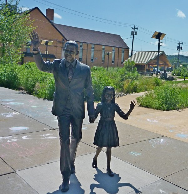 New statue claims park corner as home